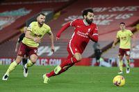 Thua đau Burnley, Liverpool kém Man Utd 6 điểm