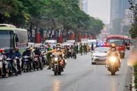 Chùm ảnh cảnh sát giao thông dẫn đoàn chuẩn bị cho một ngày làm việc