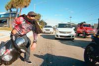 Mắng chửi nhóm biker nẹt pô, tài xế ô tô bị đánh hội đồng dã man