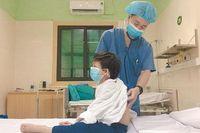 Bệnh nhi ghép tim nhỏ tuổi nhất Việt Nam được xuất viện
