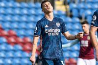 Arsenal đánh rơi điểm đáng tiếc trên sân của Burnley