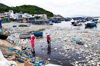 Nuôi trồng thủy sản bằng lồng bè: Cần quản lý tốt rác thải nhựa