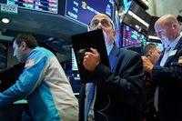 Dow Jones tăng nhờ gói kích cầu, Nasdaq sụt vì 'cổ' công nghệ bị bán tháo