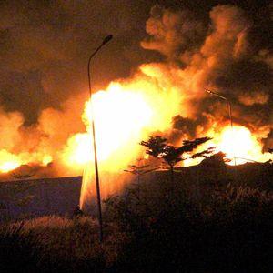 Cháy xưởng sản xuất pallet trong đêm