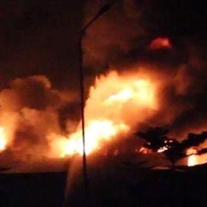 Cháy nhà xưởng rộng hàng ngàn mét vuông ở Bình Dương
