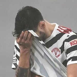 Man Utd trả giá vì lạm dụng Fernandes