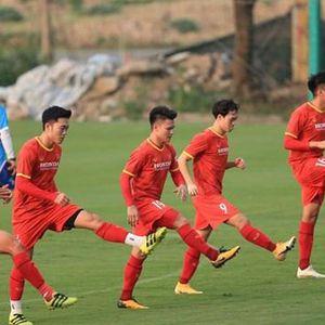 Hàng tiền vệ chật chội các cầu thủ cạnh tranh khốc liệt ở ĐTQG Việt Nam