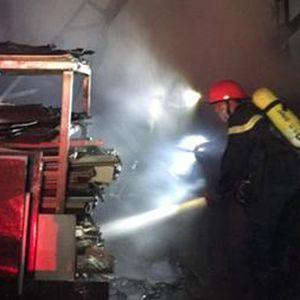 Xưởng tái chế nhựa bất ngờ bốc cháy trong đêm