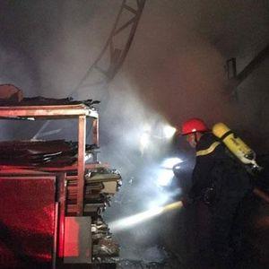 Dập tắt đám cháy tại Nhà máy đường Sơn Tây cũ