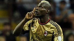 Balotelli bị CĐV AS Roma phân biệt chủng tộc