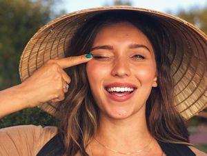 Nữ MC Ukraine xinh đẹp bị chỉ trích phân biệt chủng tộc