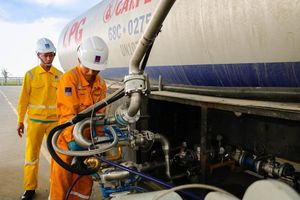 Giá dầu tăng mạnh, sắc xanh bao phủ nhóm cổ phiếu Dầu khí