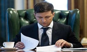 Mới nhậm chức, Tổng thống Ukraine đã bị kêu gọi từ chức?