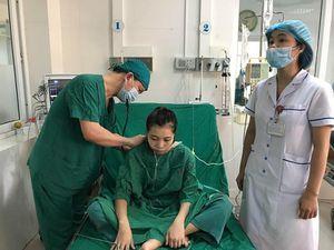 3 bệnh viện hợp sức cứu cô gái 'ngàn cân treo sợi tóc'