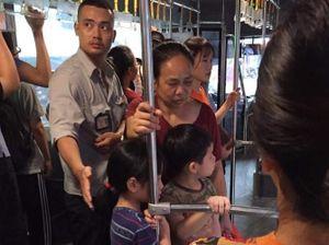 Nam nhân viên xe buýt và hành động gây sốt cộng đồng mạng