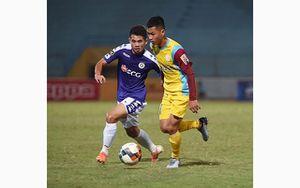 Than Quảng Ninh vượt lên thứ ba, Hà Nội FC 'đánh rơi' chiến thắng