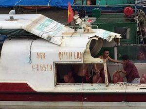 Tàu cao tốc chở 46 khách va chạm với tàu khai thác hải sản ở Quảng Ninh