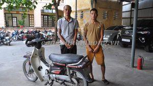 2 gã đàn ông mang dao lượn chốn vắng cướp tài sản phụ nữ, người già