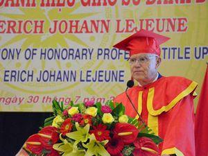 Tặng chủ tịch 'Trái tim vì trái tim' danh hiệu giáo sư danh dự