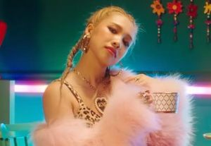 Hot girl Việt thể hiện thế nào trong MV của nhóm nữ đa quốc tịch?