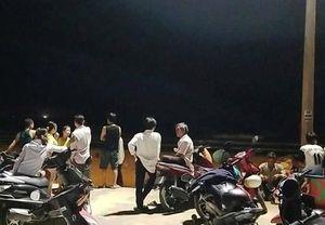 Hai học sinh bị sóng biển cuốn mất tích ở Đà Nẵng
