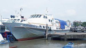 Cấm tiếp cận hiện trường tàu Superdong III bị cháy