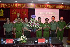 Khen thưởng thành tích Công an TP Ninh Bình