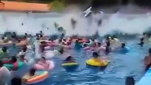 Khách tham quan hoảng loạn vì 'sóng thần' xuất hiện ở hồ bơi nhân tạo