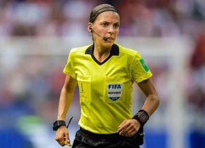 Nữ trọng tài đầu tiên trong lịch sử bắt trận Siêu cúp châu Âu