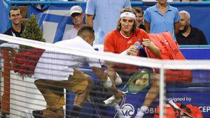 Mang giày cho Tsitsipas, Kyrgios tiễn đối thủ khỏi bán kết Citi Open
