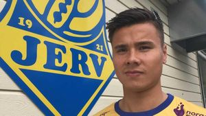 Tiền đạo Việt kiều tiết lộ lý do chuyển tới đội bóng mới tại Na Uy