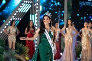 Hoa hậu Lương Thùy Linh mở lại Facebook sau đăng quang, vẫn còn 'lâng lâng' vì vương miện