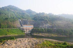 Nhiều nơi lũ lụt, các hồ thủy điện vẫn cạn nước