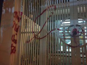 Một gia đình ở Đà Nẵng bị tạt sơn, dọa giết