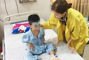 Ở nhà một mình, bé trai 5 tuổi trượt chân rơi xuống giếng sâu 8m