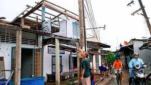 Lốc xoáy kinh hoàng ở Cà Mau làm sập nhà khiến 1 người phụ nữ tử vong