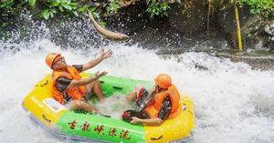 Ảnh trong tuần: Cá nhảy lên thuyền của khách du lịch ở Trung Quốc