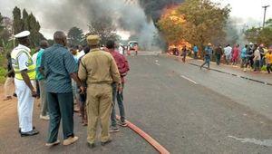 Xe bồn chở nhiên liệu phát nổ, hơn 120 người thương vong