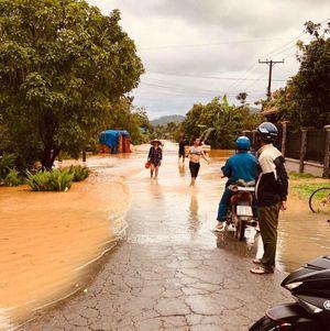 Thủy điện ngưng xả tràn, nước lũ trên sông Đồng Nai bắt đầu rút