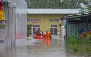 Đảo Phú Quốc nước bắt đầu rút, dân vẫn chưa thể về nhà