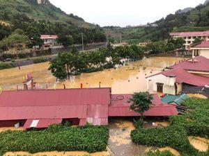 Trước thềm năm học mới: Mưa bão nhấn chìm trường lớp