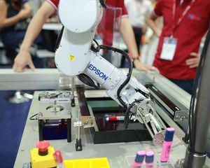Không chỉ có máy chiếu và máy in, Epson còn đưa robot công nghiệp vào Việt Nam