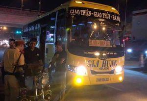 Nhận phản ánh từ Facebook, CSGT 'đón lõng' xe khách 29 chỗ chở 45 khách
