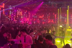 Hàng trăm người dương tính với ma túy trong bar Diamond Luxury