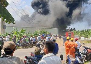 Cháy lớn thiêu rụi toàn bộ Công ty sản xuất bao nylon tại Đồng Nai