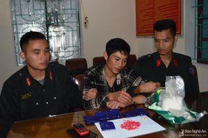 Công an Nghệ An bắt 'nóng' đối tượng vận chuyển lượng lớn ma túy lúc nửa đêm