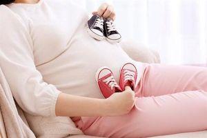Ba tháng sinh 2 người con, bà mẹ khiến cả thế giới 'choáng'