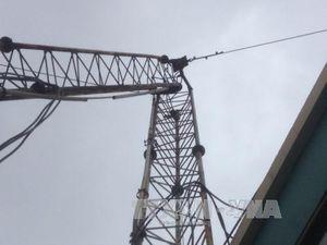 Tháo dỡ cột ăng-ten phát thanh cũ, hai công nhân rơi xuống đất tử vong