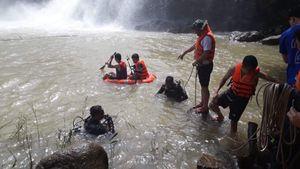 Tìm thấy thi thể 3 thanh niên mất tích tại thác nước ở Gia Lai