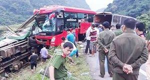 Tạm giữ lái xe khách gây tai nạn ở Hòa Bình